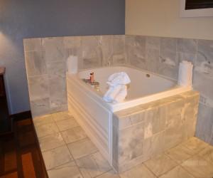 Days Inn & Suites Lodi - Hot Tub at Days Inn Lodi