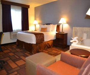 Days Inn & Suites Lodi - 1 King Bedroom with Hot Tub