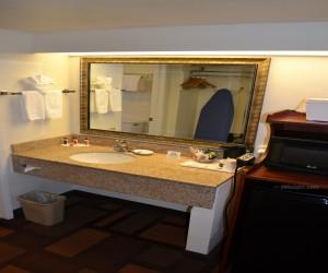 Days Inn & Suites Lodi - Granite Vanity in Full Bathroom