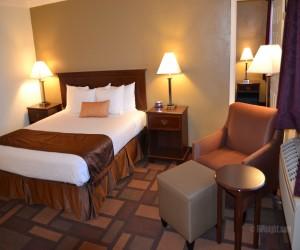 Days Inn & Suites Lodi - 1 King 1 Queen Suite - Non Smoking