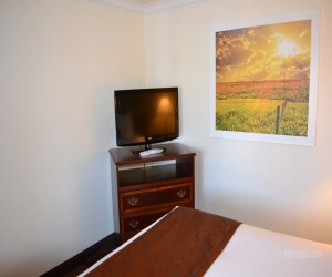Days Inn & Suites Lodi - Flat Screen TV