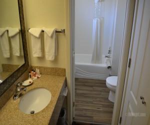 Days Inn & Suites Lodi - Days Inn Lodi Bathroom and Vanity