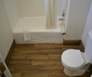 Days Inn & Suites Lodi - Bathroom at Days Inn Lodi
