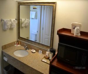 Days Inn & Suites Lodi - Vanity in Full Bathroom at Days Inn Lodi