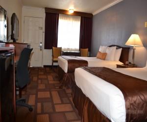 Days Inn & Suites Lodi - 2 Queen Family Room at Days Inn Lodi