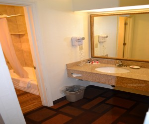 Days Inn & Suites Lodi - Private Full Bathroom