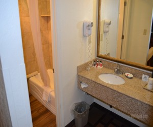 Days Inn & Suites Lodi - Vanity in Full Bathroom at Days Inn Lodi