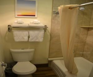 Days Inn & Suites Lodi - Full Bathroom with Bathtub and Shower