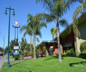 Days Inn & Suites Lodi Exterior - Days Inn & Suites Lodi Curbside