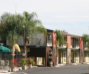 Days Inn & Suites Lodi - Free Ample Parking