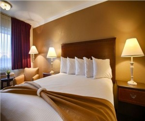 Days Inn & Suites Lodi - Guest Bedroom with plush bedding